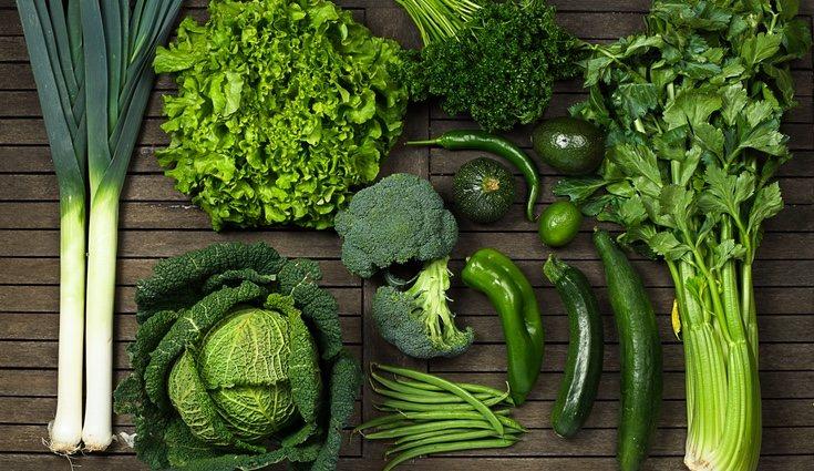 Vegetales como la acelga y la espinaca poseen una rica fuente de ácido fólico