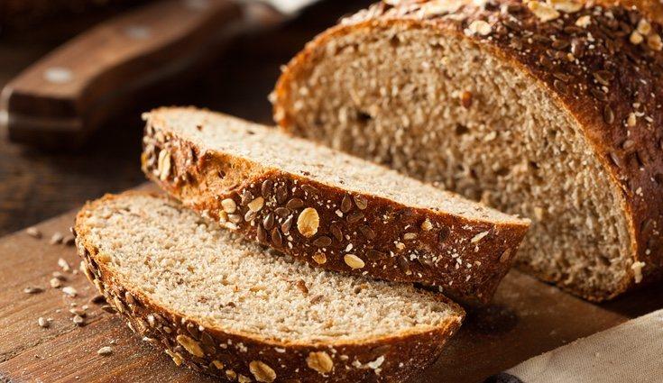 El pan integral y el pan blanco contienen las mismas calorías