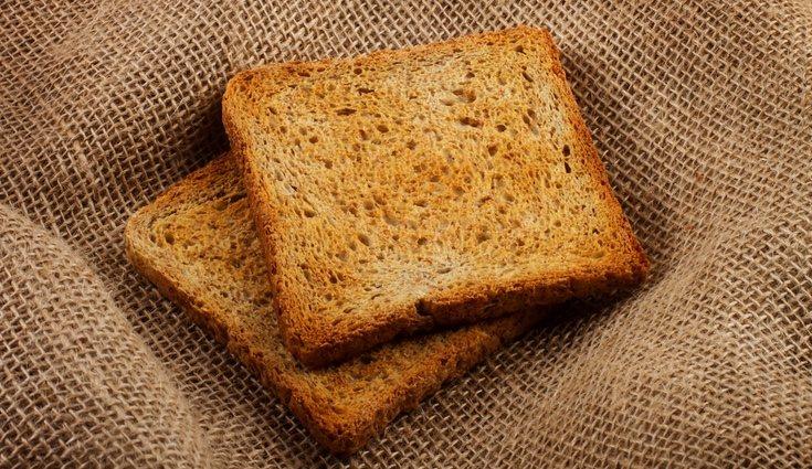 Un buen desayuno detox es una tostada integral de aceite virgen extra con una loncha de jamón