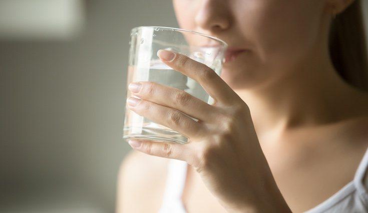 Debes beber a lo largo del día 1,5 litros de agua