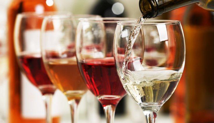 El vino tinto es rico en vitamina E y ayuda a limpiar la sangre