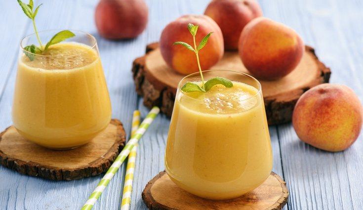Siempre es recomendable hacer los smoothies y no comprarlos procesados