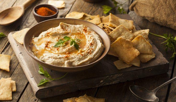 El humus es una receta deliciosa que puedes utilizar en ensaladas o en tostadas