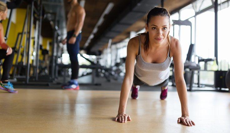La plancha es uno de los ejercicios que mejor trabaja el vientre