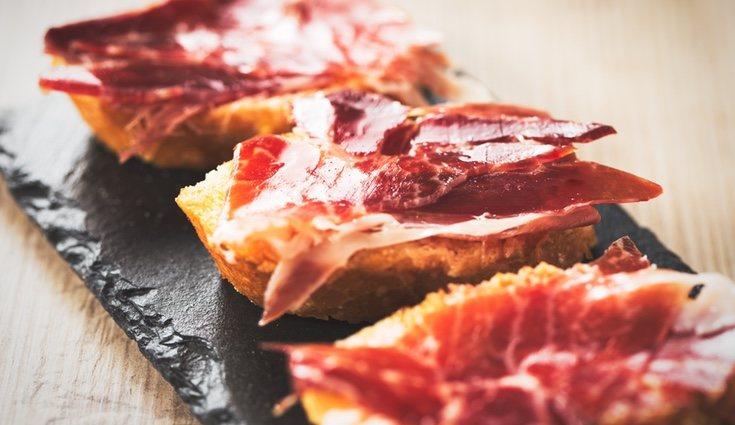 Descubre qué engorda más el jamón york o el jamón serrano