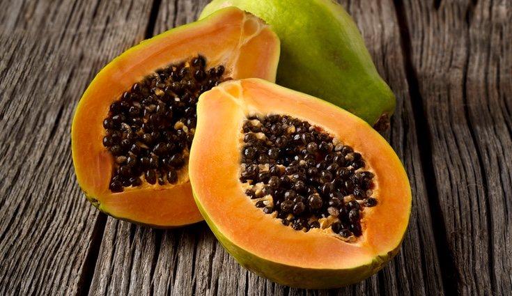Recomiendan comer un trozo de papaya natural al desayuno