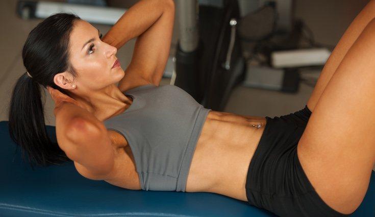 En los abdominales se utiliza el propio peso para inducir a una mayor capacidad de resistencia