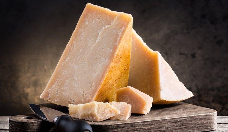 El queso parmesano es italiano y se puede poner como complemento en todas las comidas