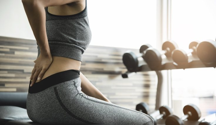 El dolor de espalda también puede provenir si solo se trabaja el abdomen desde un mismo ángulo
