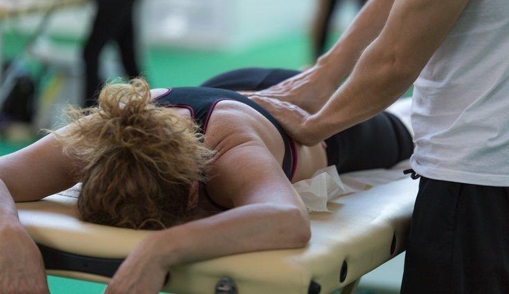Si el dolor de espalda perdura es ideal acudir al fisio, pero teniendo en cuenta los errores comentados