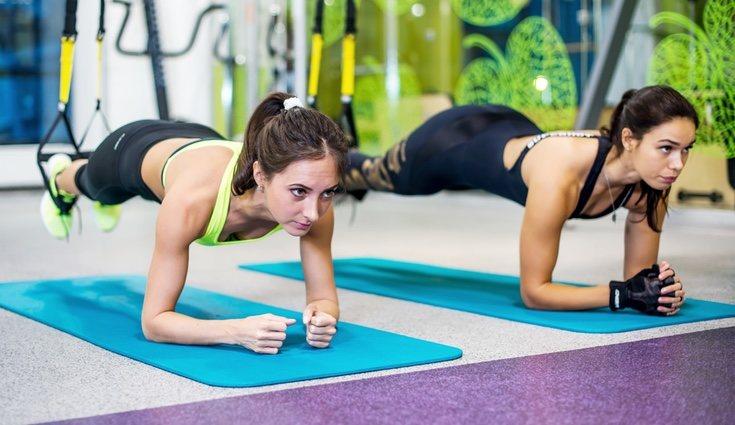 Para entrenar se utiliza una cinta de nylon resistente y regulable