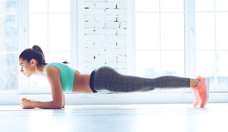 Este es uno de lo mejores ejercicios para trabajar los abdominales