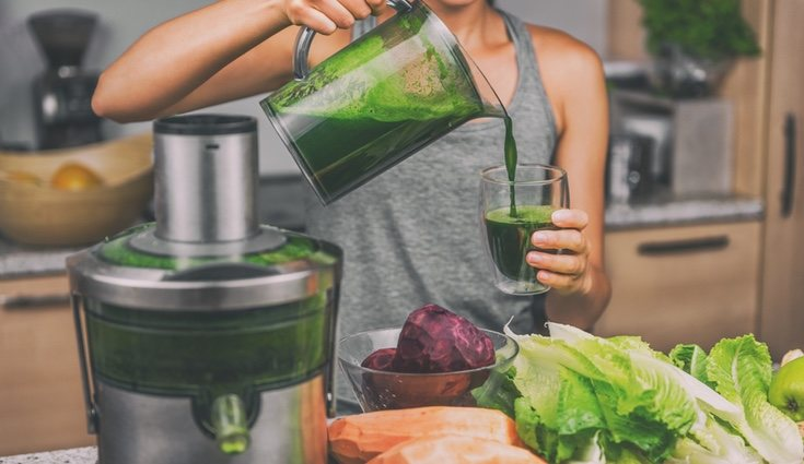 Un zumo de frutas natural y verduras le sentarán genial a tu cuerpo