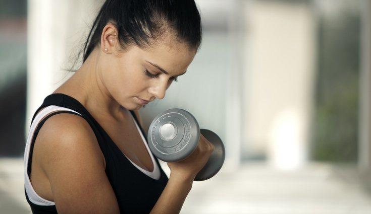 El entrenamiento se trata de perder peso en grasa pero ganarlo en músculo