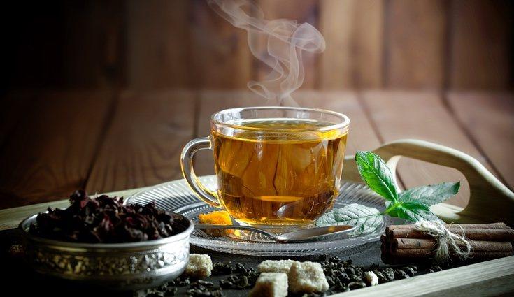 Tomar tés o infusiones puede ayudar a disminuir los gases