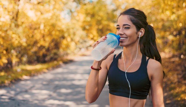 Recuerda llevar siembre una botella de agua para estar hidratado