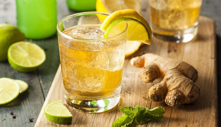 El agua de jenjibre lleva además limón, menta y canela