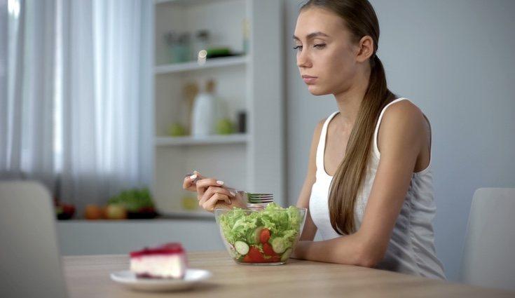 Muchos médicos y especialistas en nutrición recomiendan cenar sano y evitar las grasas o los hidratos de carbono