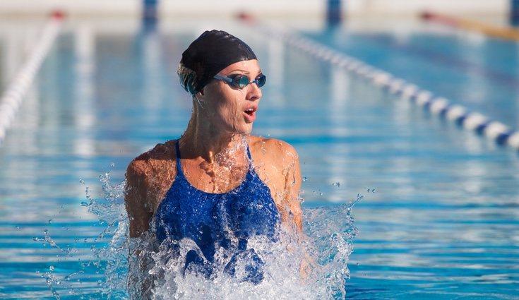 Los beneficios a largo </p><p>y corto plazo de nadar son muchos
