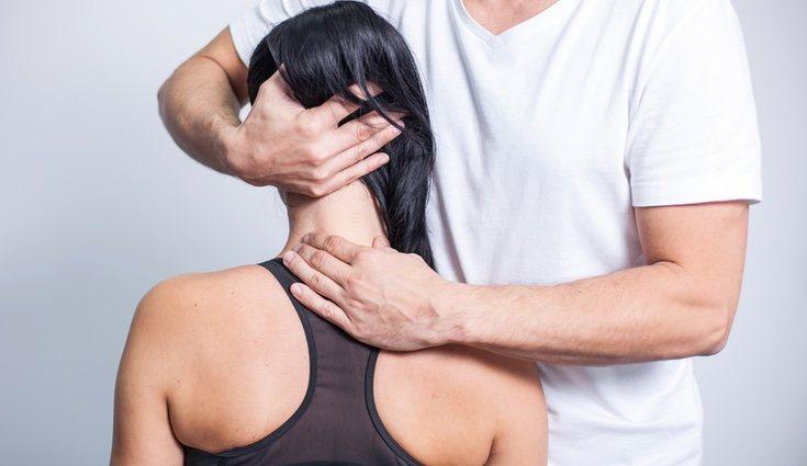 Acudir a un fisioterapeuta que consiga eliminar ese dolor y cualquier tipo de contractura