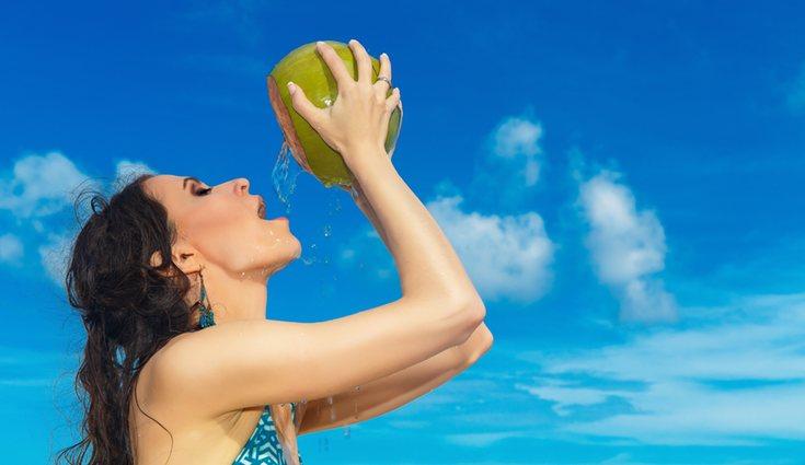 El agua de coco retrasa el envejecimiento de la piel