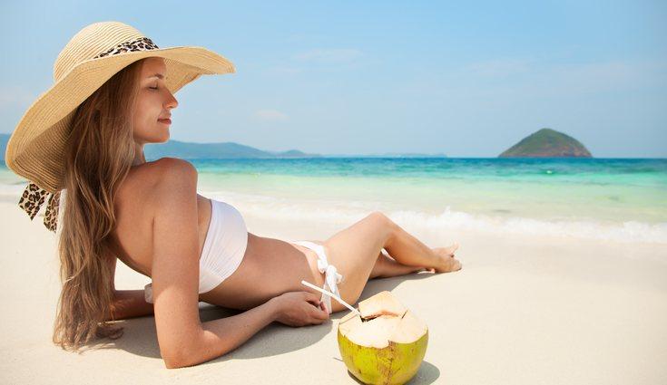 El agua de coco ayuda a la quema de grasa corporal