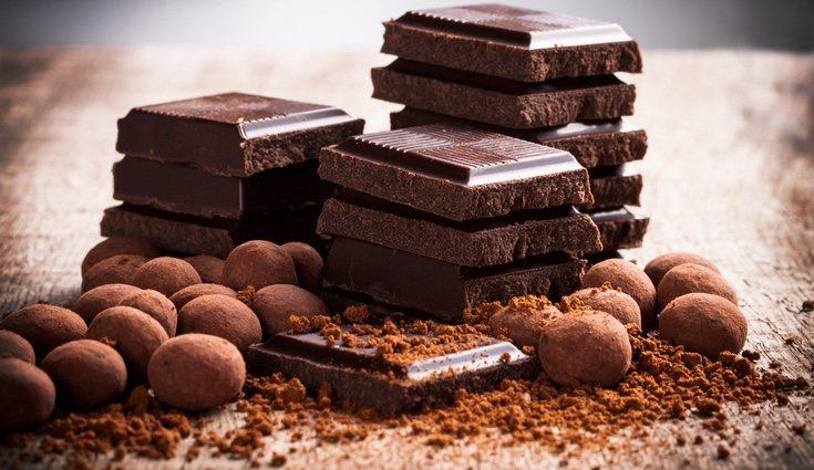 El chocolate amargo contiene cafeína