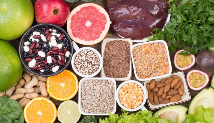 Las legumbres, los cítricos o el aguacate son alimentos ricos en ácido fólico