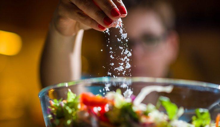 Consumir excesivamente sal en nuestros alimentos puede perjudicar seriamente nuestra salud