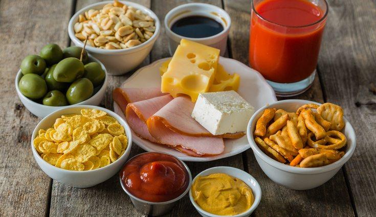 La dieta hiposódica busca evitar el embutido, conservas o salsas
