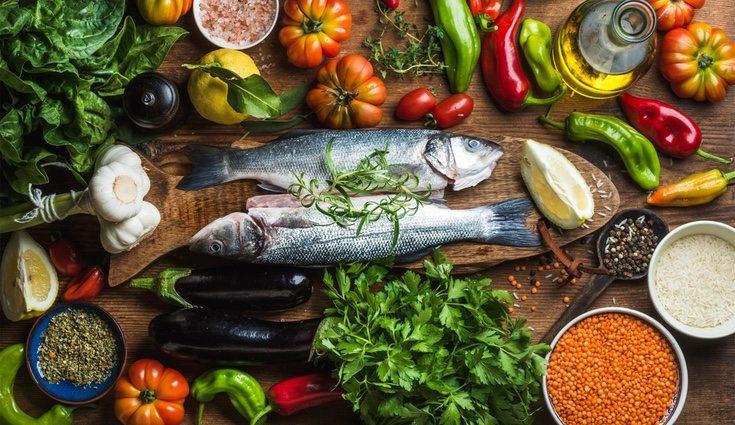 Los diferentes grupos de alimentos deben estar presentes varias veces a diario