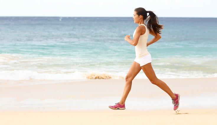 Hacer deporte en la playa ayuda a ponerse en forma además de recuperar la calma mental y la tranquilidad