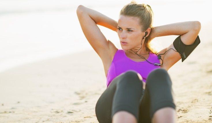 Hacer deporte en la playa tiene una intensidad media-moderada y aporta numeroros beneficios a nuestra salud