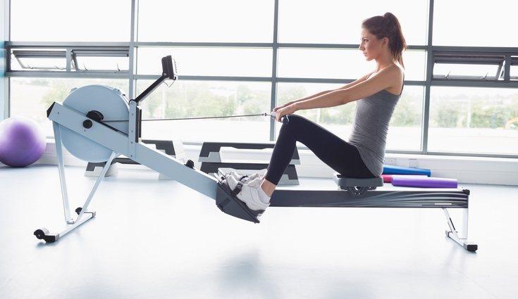En los ejercicios para tonificar la espalda es importante mantener una buena postura para no sufrir lesiones y daños que serán peor a la larga