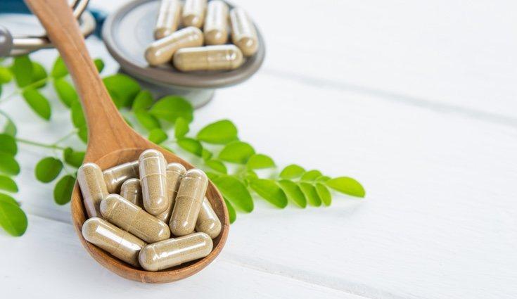 Además de ingerir hojas de moringa, también puede consumirse en cápsulas o en polvo