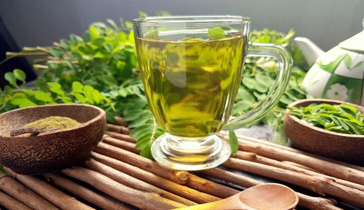 Prepara té añadiendo 10 gramos de moringa a 250 mililitros de agua