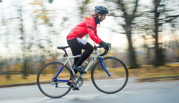 El entrenamiento cruzado alterna el running con otras disciplinas como la bicicleta