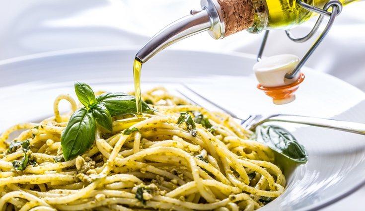 El aceite es el condimento para la pasta que menos engorda