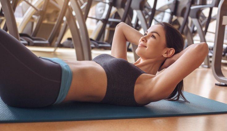 Realiza los abdominales sin despegar la espalda del suelo