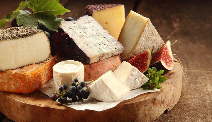 El queso que se le debe echar a las ensaladas es el fresco
