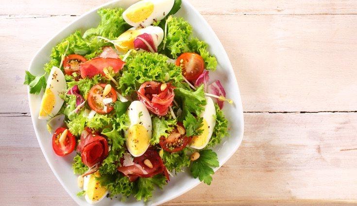 Una ensalada será fit sana dependiendo de los alimentos que le eches