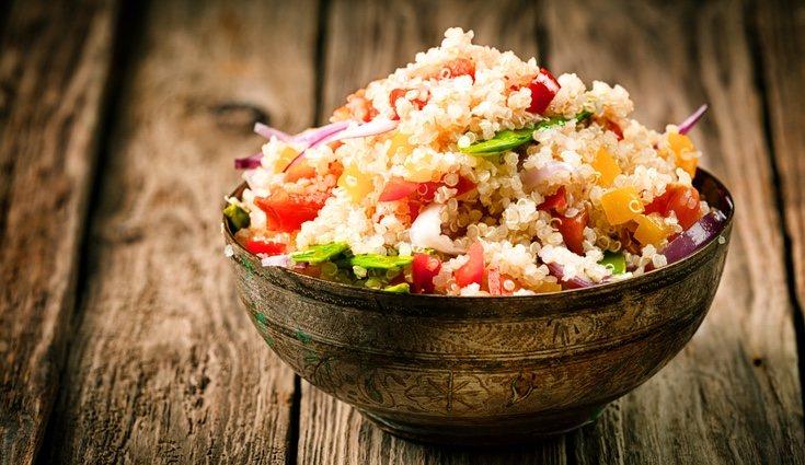 La quinoa es un superalimento que aporta multitudinario de beneficios a tu cuerpo