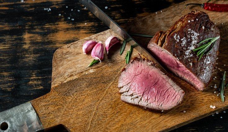 La carne roja suele comerse poco hecha para disfrutar de todo su sabor y propiedades