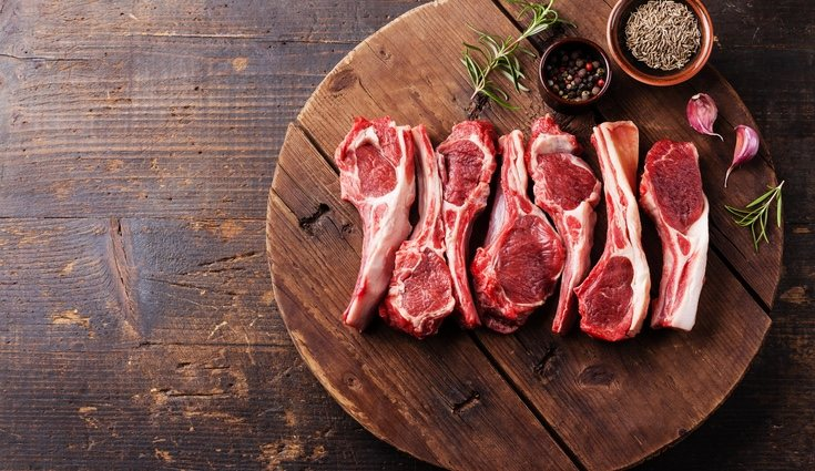 La carne roja tiene su color debido ala mioglobina