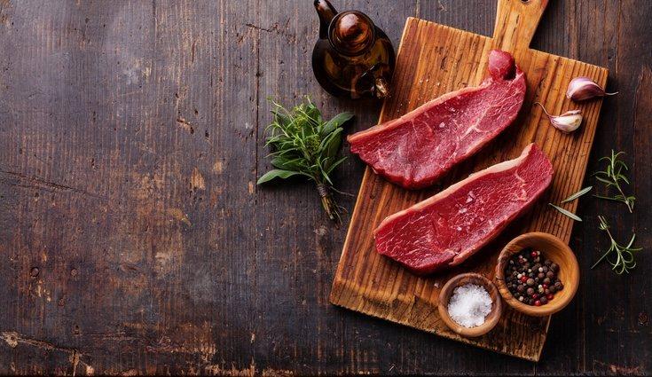 La carne roja es rica en hierro por lo que su consumo moderado es favorable a la salud
