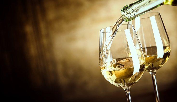 Una copa de vino tinto, blanco o rosado siempre engorda