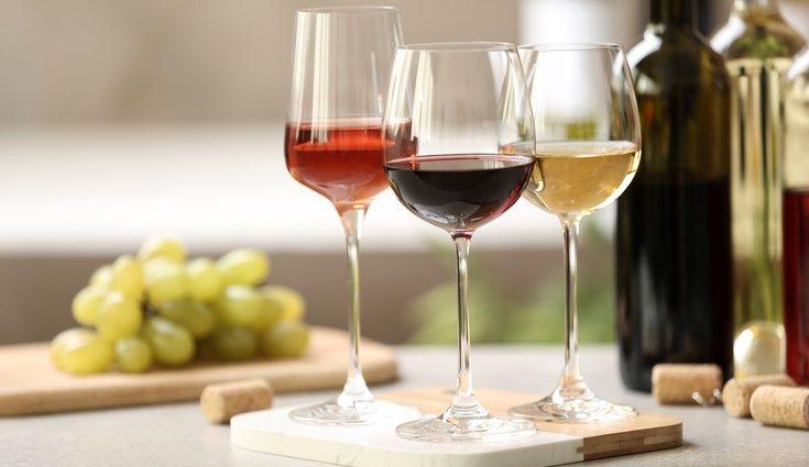 Una copa de vino contiene unas 63 calorías por cada 100 ml