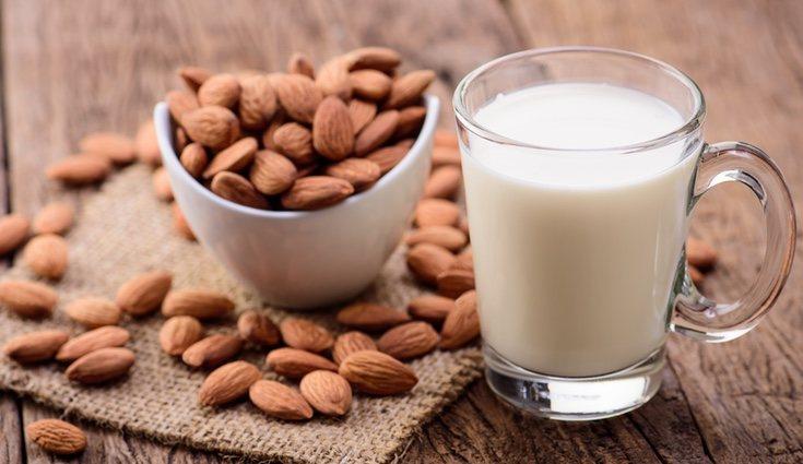 Las leches vegetales de origen de frutos secos suelen ser peligrosas para los alérgicos