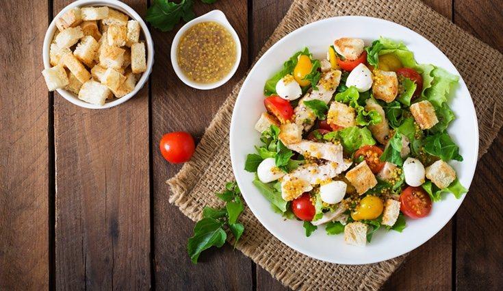 La ensalada César no es recomendable para personas que quieran perder peso