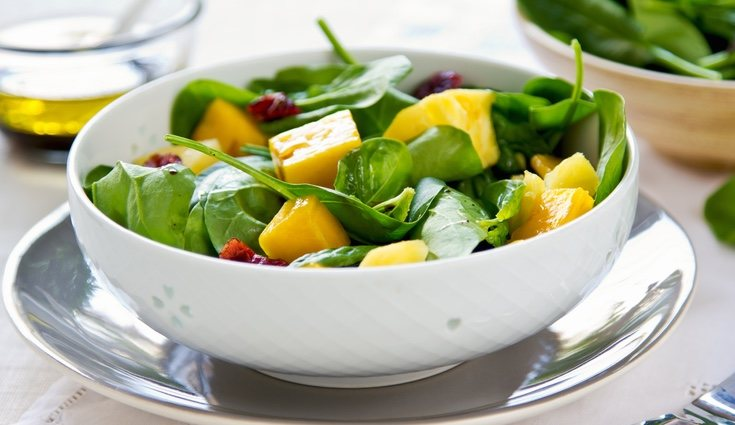 La ensalada de mango y frutos rojos es de las más frescas ideal para el verano